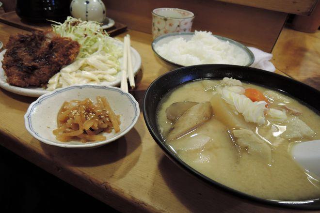 ロースカツ定食と豚汁