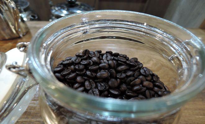 深煎りしたブラジルコーヒー豆