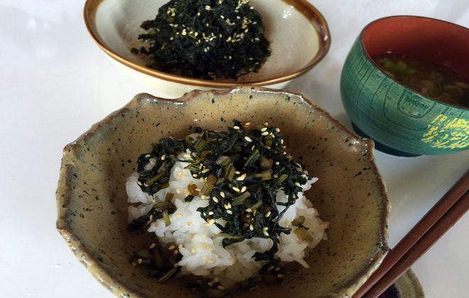 フキの葉の佃煮とご飯