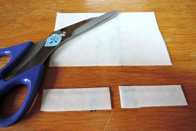右手・左手用の小指湿布を作ります。