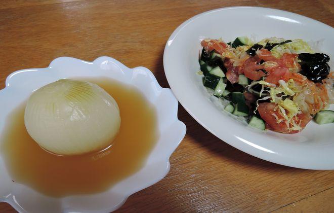 新玉ねぎの丸ごと煮と野菜サラダ