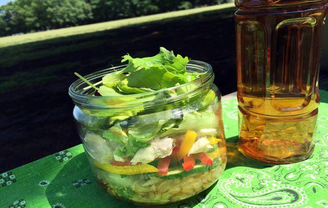 酢玉ねぎのジャーサラダとグアバ茶