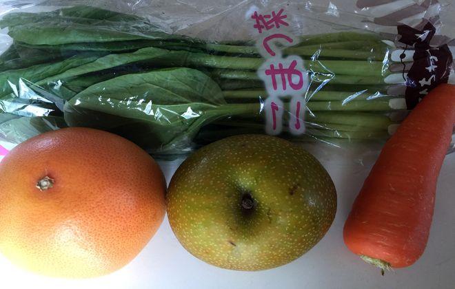 小松菜とにんじんとフルーツ