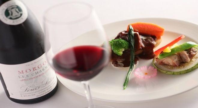ワインと肉料理