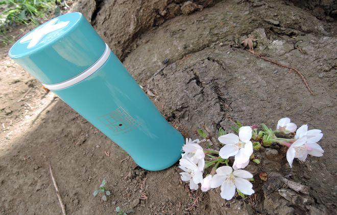 上島珈琲スリムマグボトルと桜の花