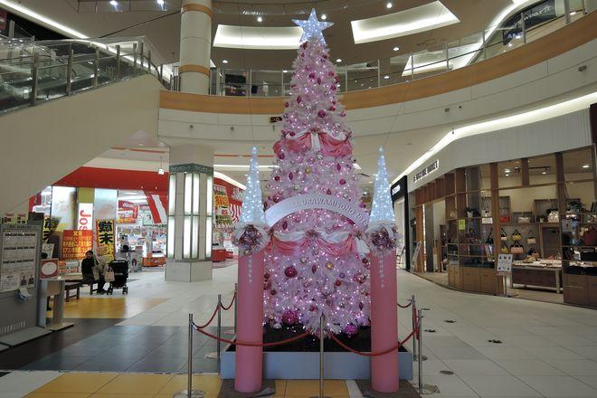 イオン浦和美園店のクリスマスツリー(1Fシネコン側入口付近)