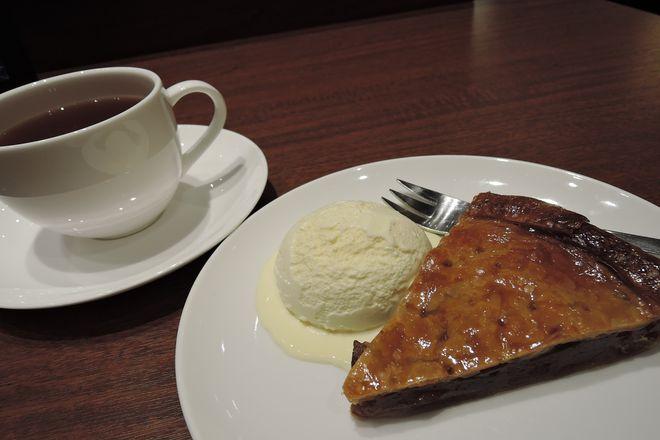 アップルパイには紅茶が合います。
