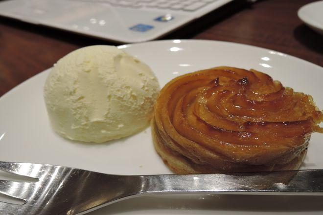 ホットスイートポテトケーキ(バニラアイス添え)